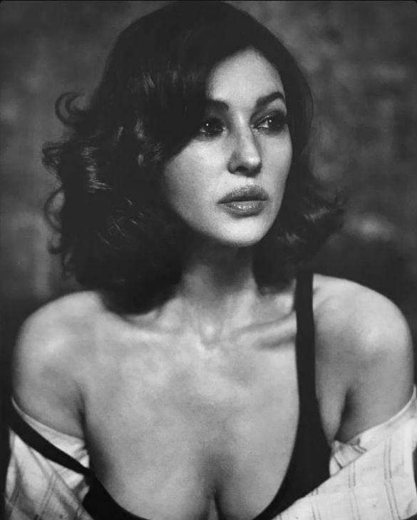 Моника Беллуччи снялась в чувственной фотосессии для глянца