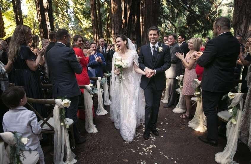 25 метров кружева: Хилари Суонк вышла замуж во второй раз в роскошном платье