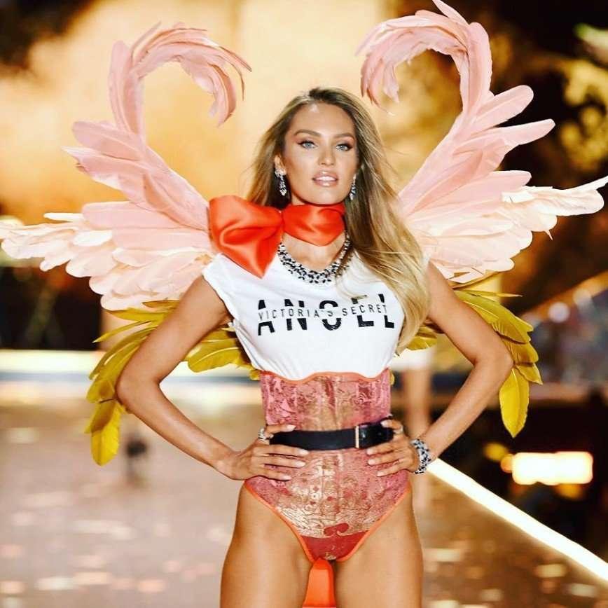 Дважды мама Кэндис Свейнпол показала идеальную фигуру на шоу Victoria's Secret