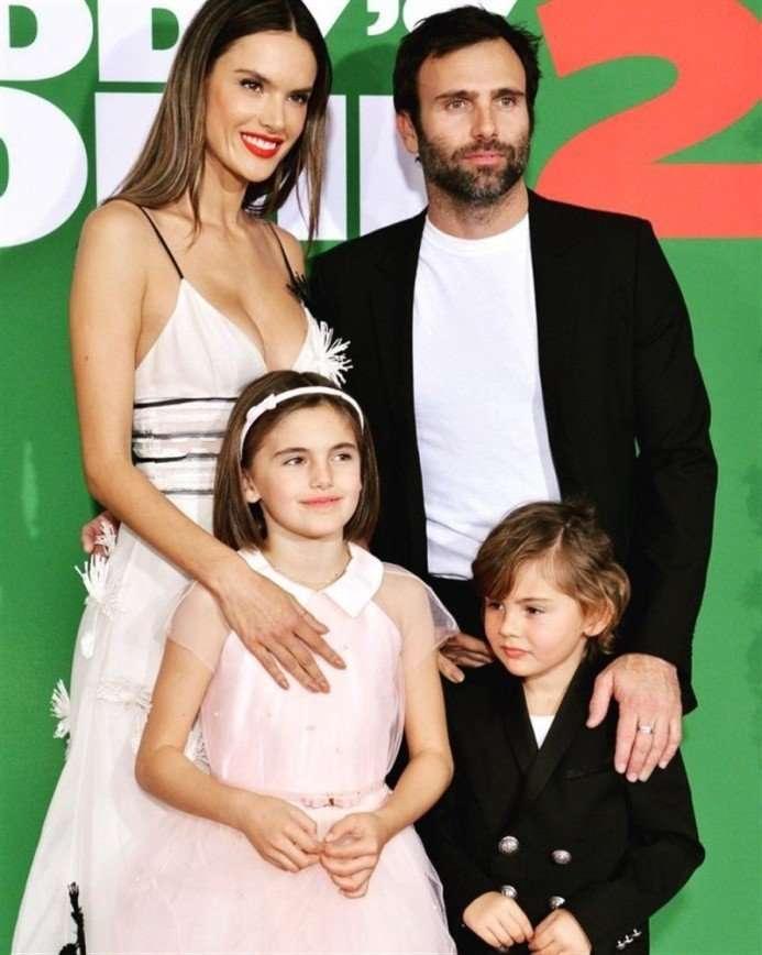 СМИ: Алессандра Амбросио рассталась с мужем после 13 лет отношений