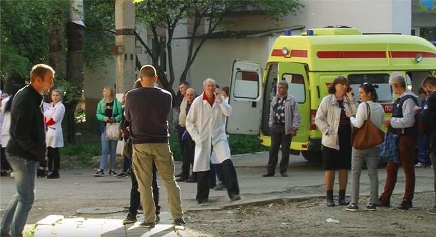 Россияне скорбят по погибшим в Керченском политехническом колледже