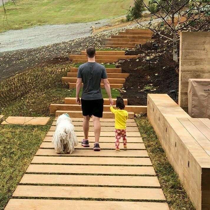 «Они растут так быстро!»: Марк Цукерберг в первый раз проводил дочку в детский сад