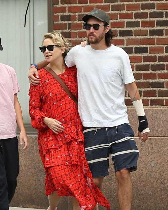 «Выглядит кошмарно»: поклонники недовольны нарядом беременной Кейт Хадсон