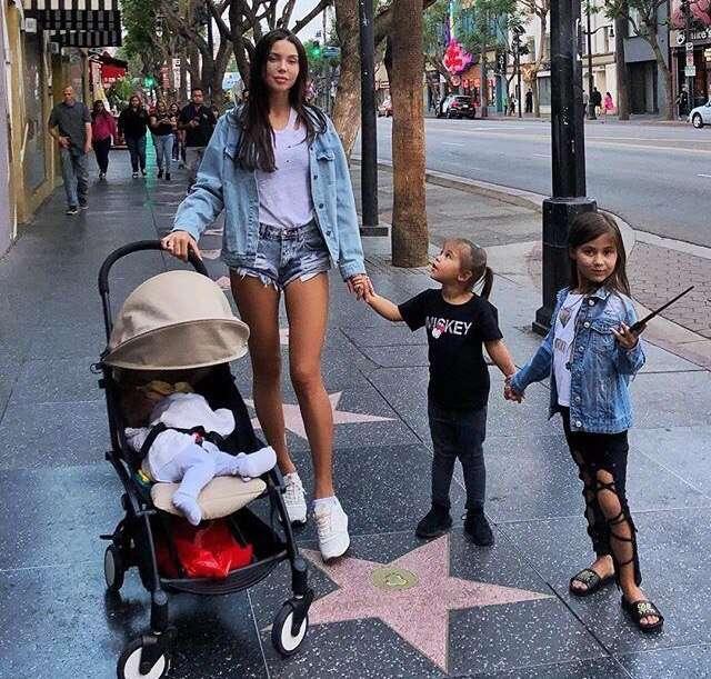 Оксана Самойлова заметила, что в поездках дети растут быстрее